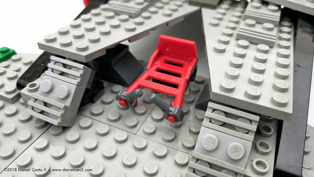 LEGO-Mobile-Fortress-7.jpg