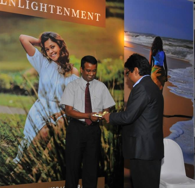 Recognition of Dilum Alagiyawanna by Mr.Vipula (Author); Pointers to the Enlightenment Book Launch