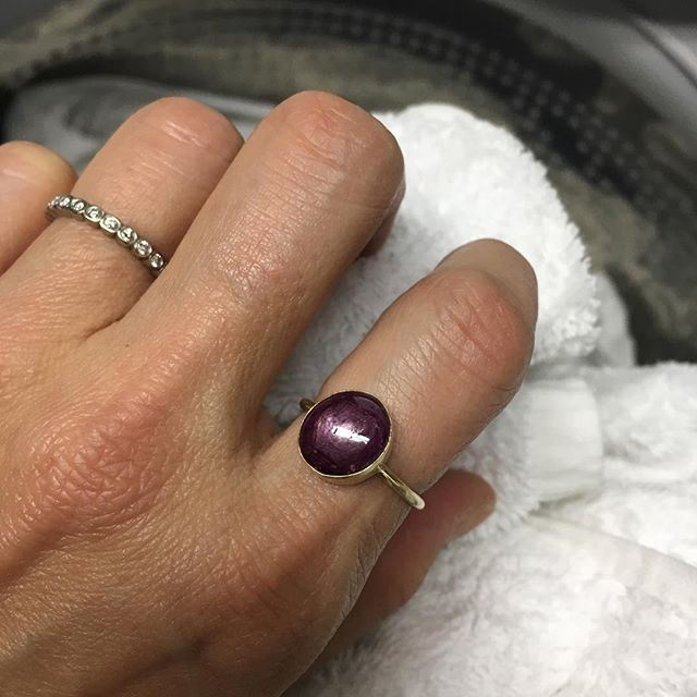 This star ruby ring makes everything look good...even doing the laundry! 👚 👖 🧼 #starruby #ring #statement #laundry #everydayluxury #handmade