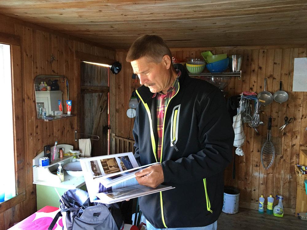 Rolf Utgård utga for noen år siden en bok om sjøbuene på Hvaler. Foto: Ingrid Østang - Visit Hvaler