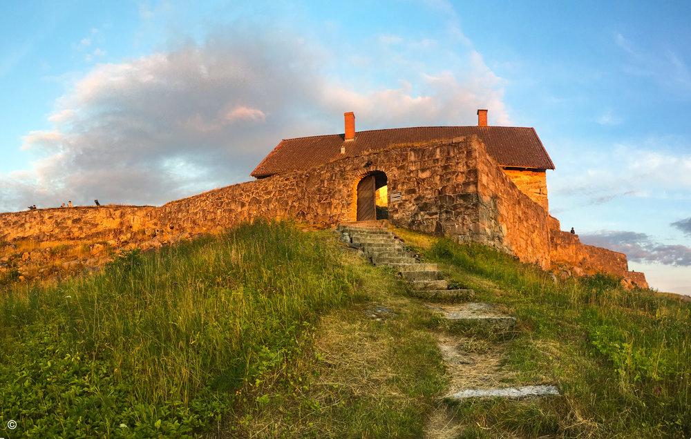 Fredriksten-festning-halden-overberget-fort.jpg