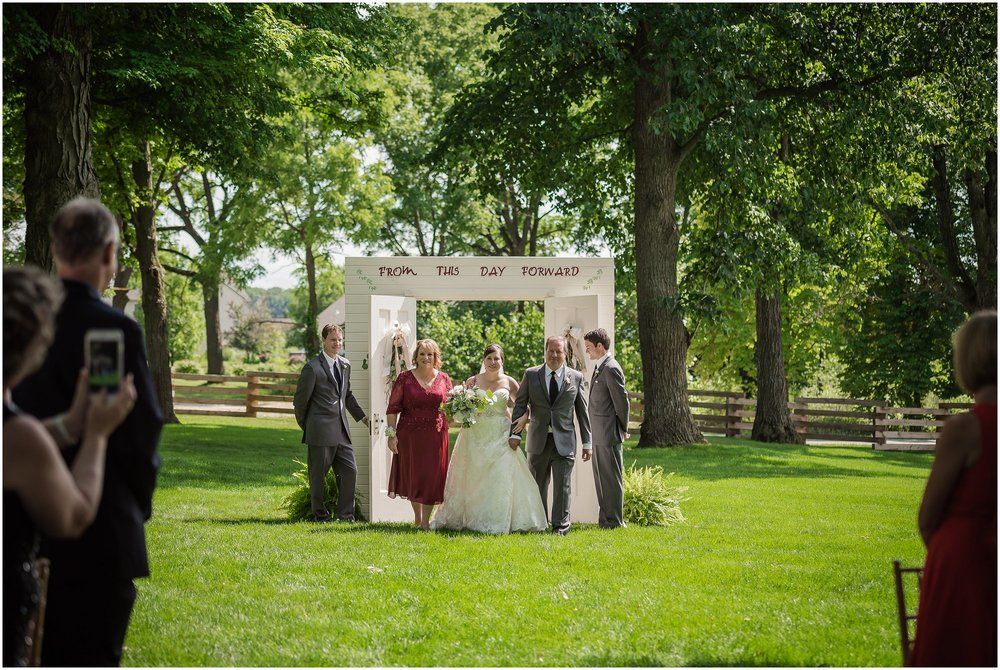 cornman-farms-wedding-michigan-barn-wedding_0966.jpg