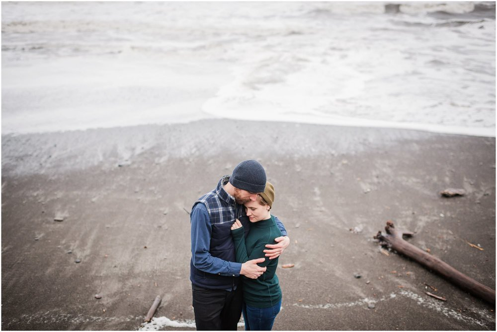 rialto-beach-washington-engagement-session_0536.jpg