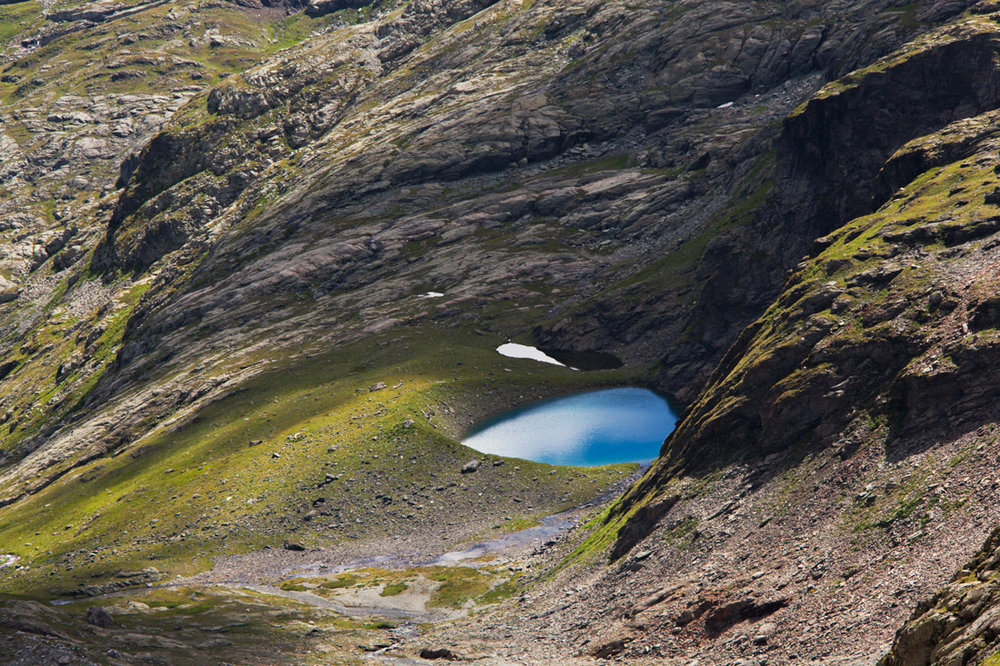 The tear drop shape of the Lac du Plan Richard