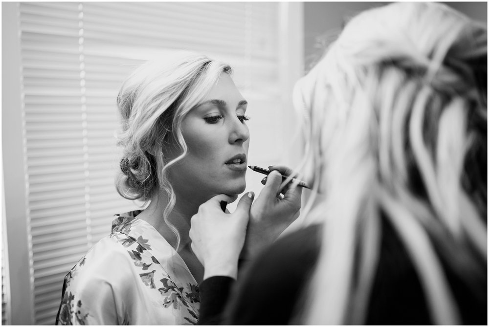 bride-getting-ready-louisville-wedding_0010.jpg