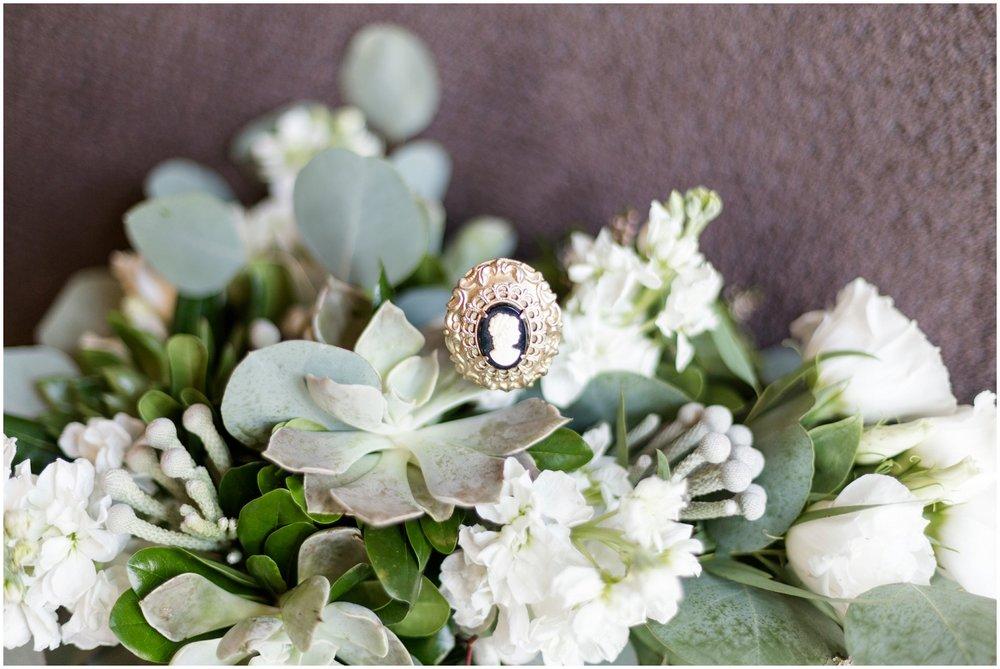 Megan-Adam-Gheens-Foundation-Lodge-Louisville-Wedding_0003.jpg