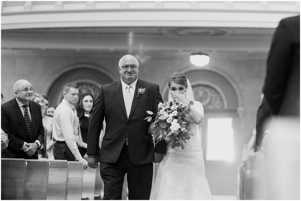 Megan-Adam-Gheens-Foundation-Lodge-Louisville-Wedding_0022.jpg