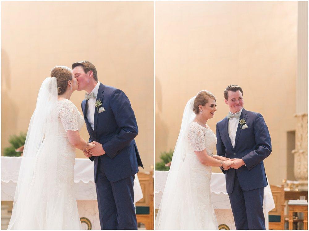 Megan-Adam-Gheens-Foundation-Lodge-Louisville-Wedding_0025.jpg