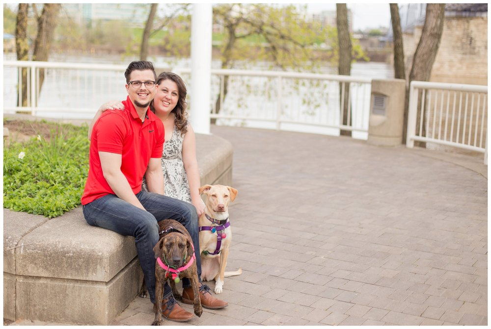 sawyer point park cincinnati engagement session_0002.jpg