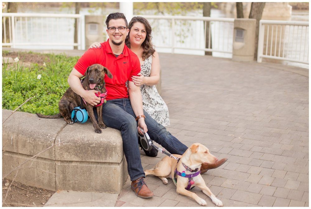 sawyer point park cincinnati engagement session_0005.jpg