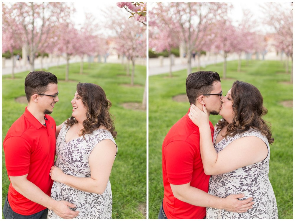 sawyer point park cincinnati engagement session_0009.jpg