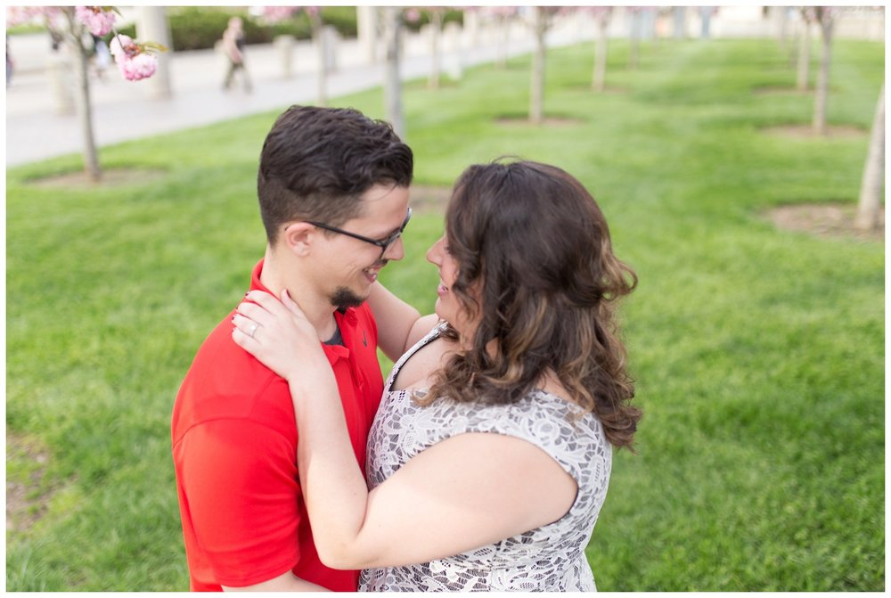 sawyer point park cincinnati engagement session_0010.jpg