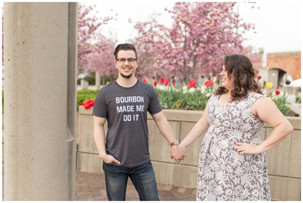 sawyer point park cincinnati engagement session_0011.jpg