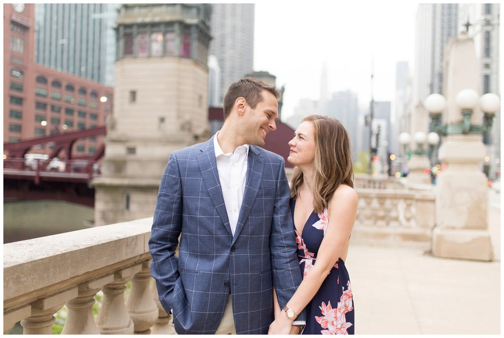 downtown chicago engagement session_0009.jpg