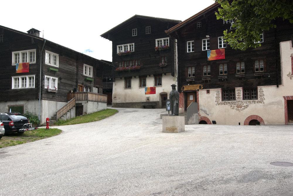 dorfplatz3.jpg