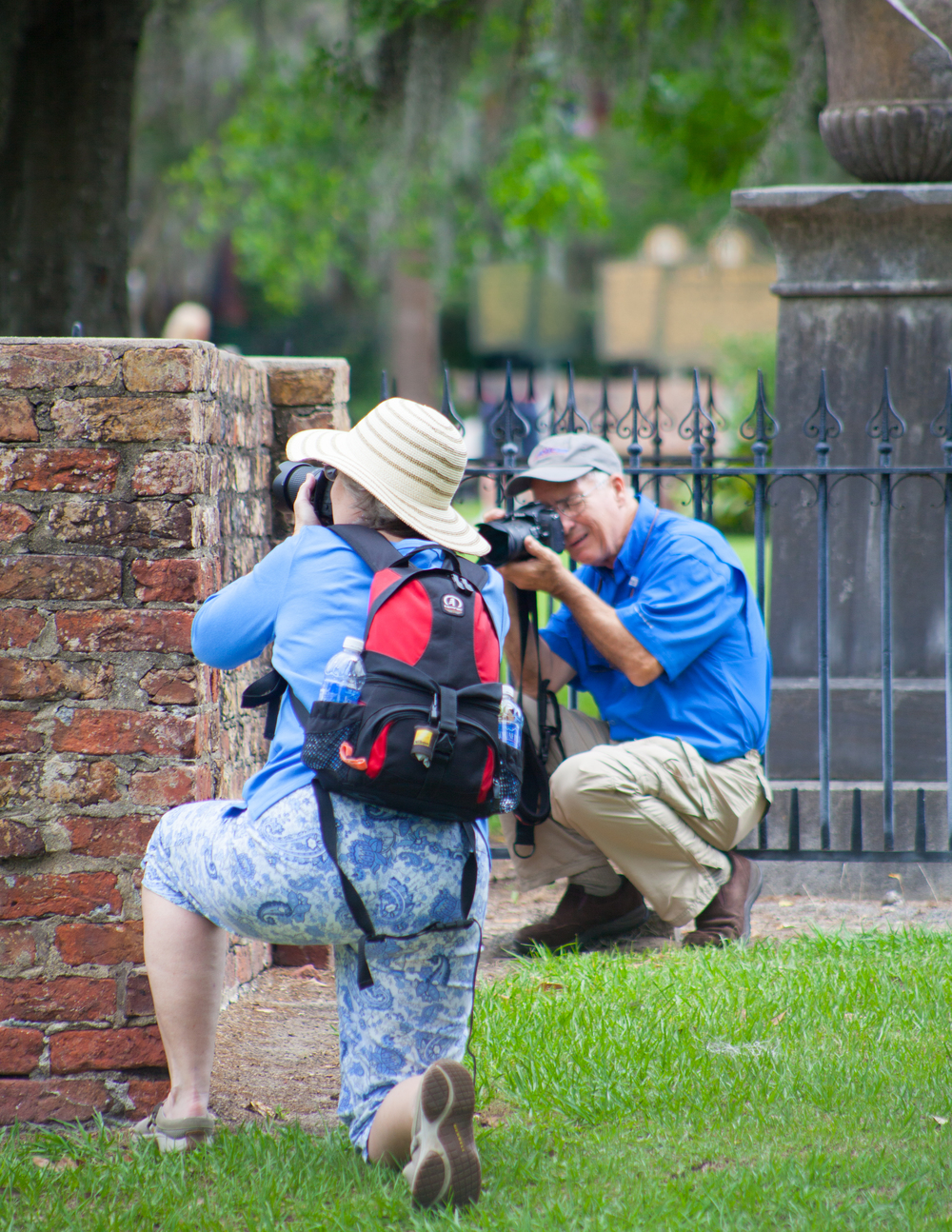 ®2015CapturingSavannahPhotographyWalkingTours_ClientsonTour_20.jpg