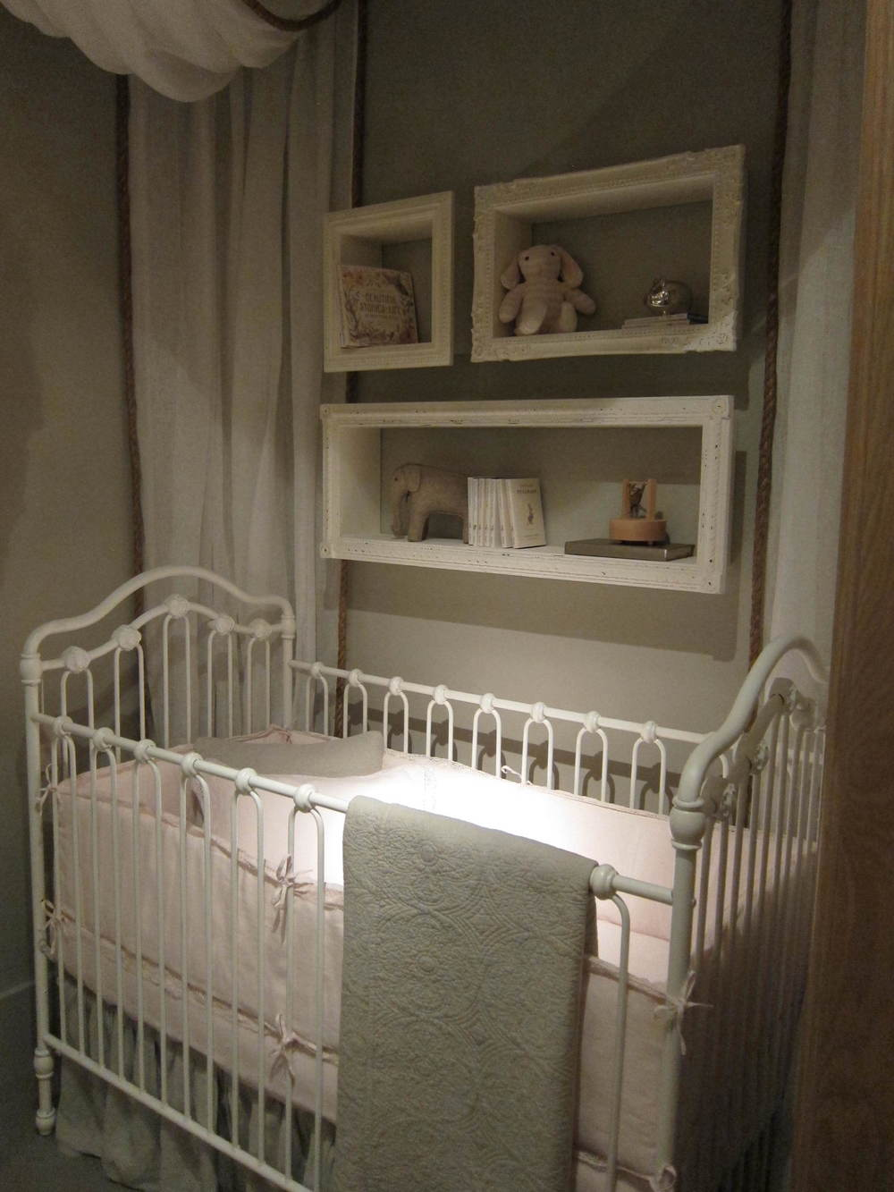 30_Girls_Grayson_Crib.JPG