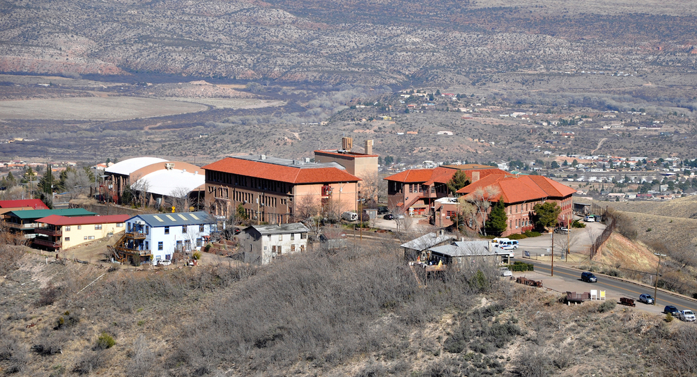 Former_high_school_complex_(Jerome,_Arizona).jpg
