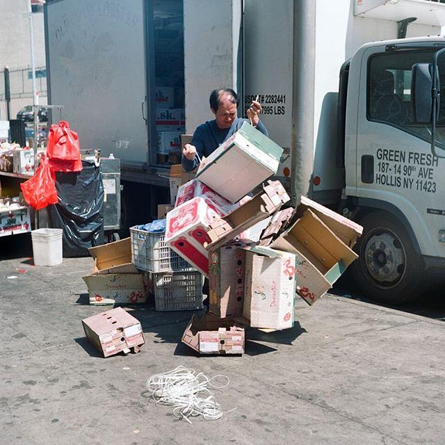 Chinatown, NYC. 2/3 . . . #manvsboxes #manhattan #nyc #chinatown #manhattandumbo #portra #kodak #filmphotography #filmisnotdead #yashica #tlr #squareformat #6x6 #mediumformat