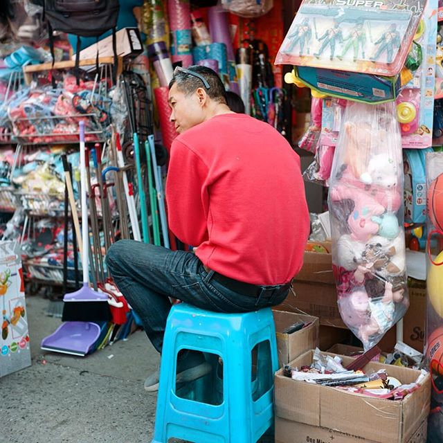 Chinatown, NYC. 3/3. . . . #chinatown #newyorkcity #nyc #filmisnotdead #filmphotography #portra #portra400 #kodakportra #kodak #manhattan #tlr #6x6 #mediumformat #streetphotography #yashica
