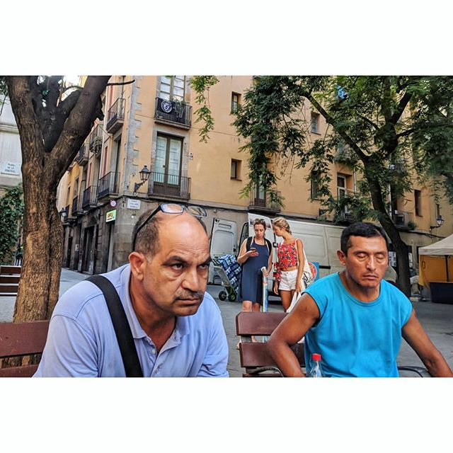Bench life. Barcelona. . . . #sleepingsittingup #catalonia #spain #espana #eurolife #streetphotography