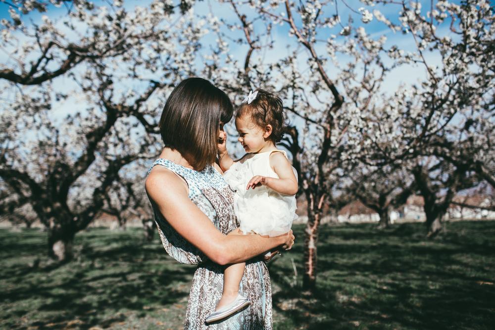 EmmyLowePhotoMegMomOrchard-39.jpg