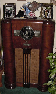 Another great 15 tube Zenith radio pictured above. It is a 1939 model 15S372. The chassis was purchased separate, it was originally from a chairside. I purchased the empty cabinet from Alan Jesperson. And another radio collector friend had the speaker in stock. Needless to say I got it put together and it looks great.