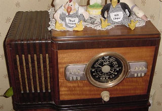 Pictured to the right is a 10S443. Zenith for 4 years made some very large table radios. The chassis are the same as used in a console. Zenith installed 7, 8, 9, 10 and 12 tube console chassis in these table sets. Very powerful radios driving an 8 inch speaker. Kind of over kill. These radios are uncommon today. I am sure Zenith made very few. They were not very good sellers. As a table radio they took up too much space. Now they are highly collectible.