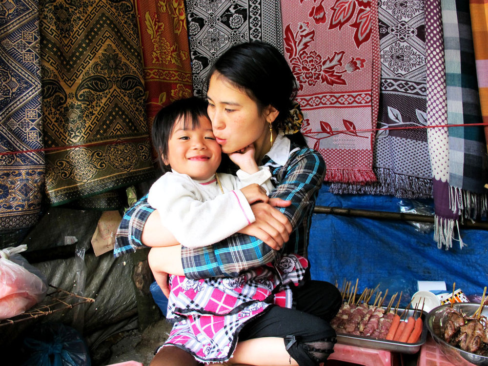 Mother kissing her daughter on the Sappa mountains #vietnam / sergivich.com