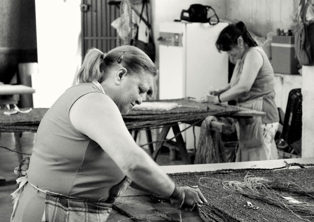 Artisans making rugs in a factory of Murcia (Spain). Photo by Sergi Vich