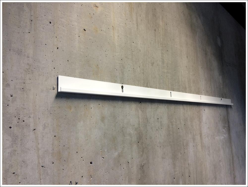 dialab_hanging_rail_vastakappale_taulu_kiinnitys_jlista2.jpg