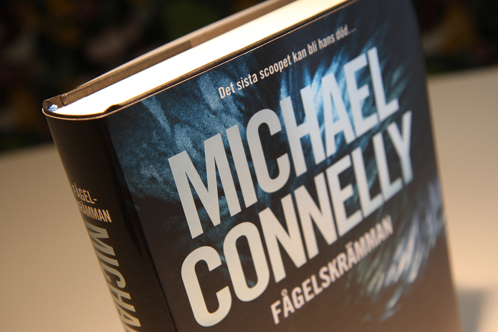 "Swedish artwork for the translation of Michael Connelly's ""The Scarecrow"" (2009)."