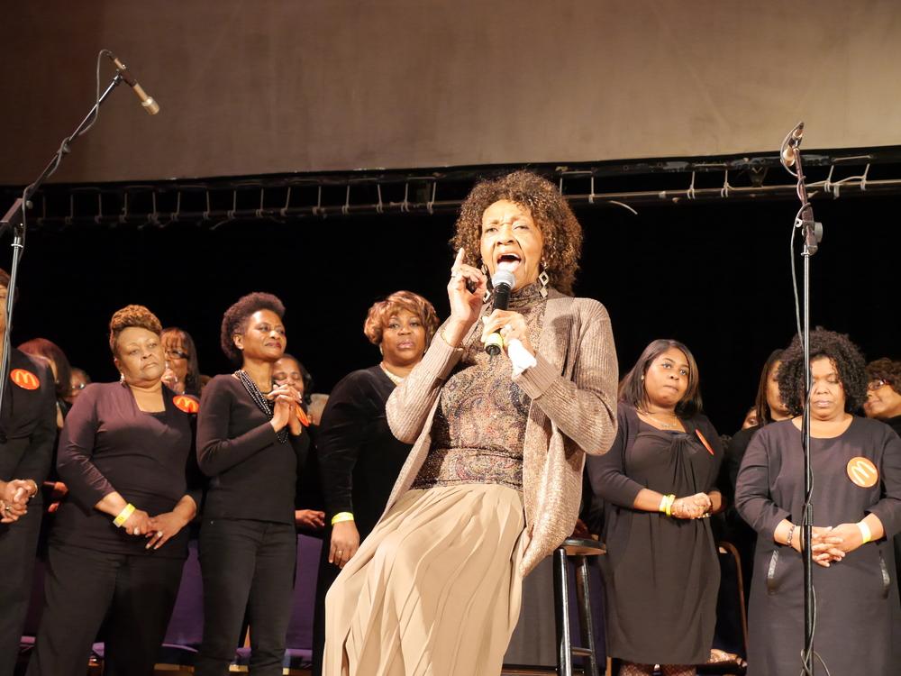 Cissy Houston singing.jpg