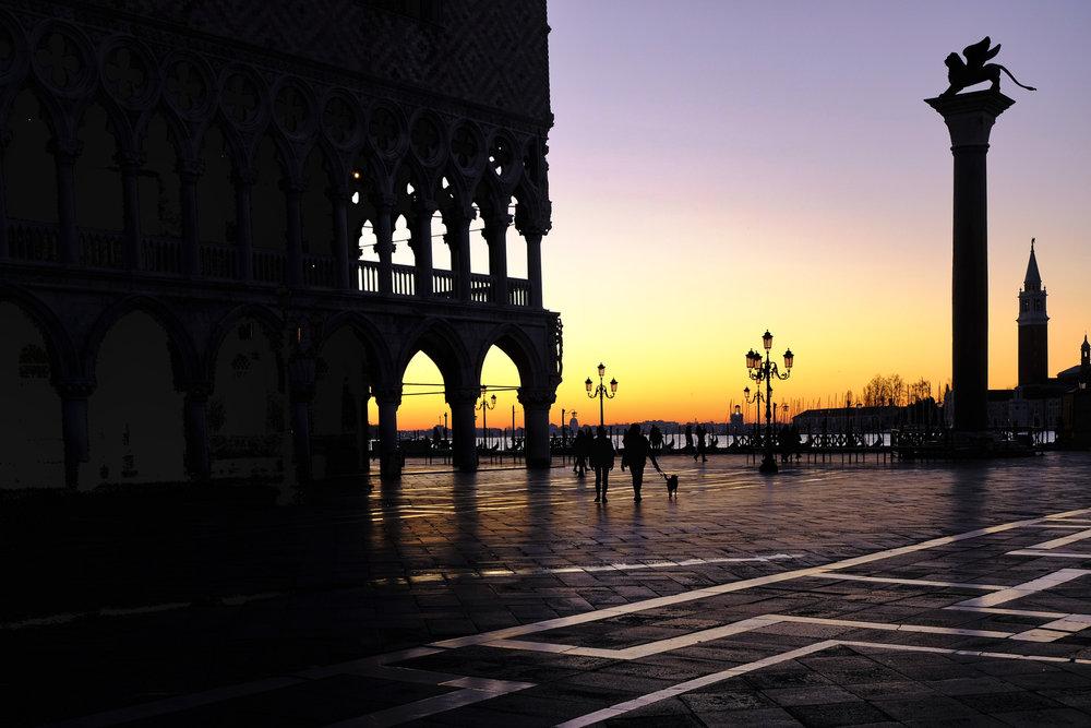 Walking the dog...early morning...in Venice (Fujifilm XE3)