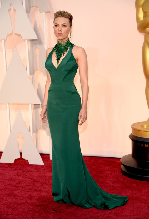Okay... What, I mean WHAT is this? The dress itself is very flattering, which almost everything is on Scarlett Johansson. But I am hating the necklace or neck attachment {what IS it?} It is way too big and bulky and totally takes away from the dress. Scarlett was named as one of the Best Dressed, but I'm going to have to put her on my Worst list simply for the fact that she could have done a lot better.