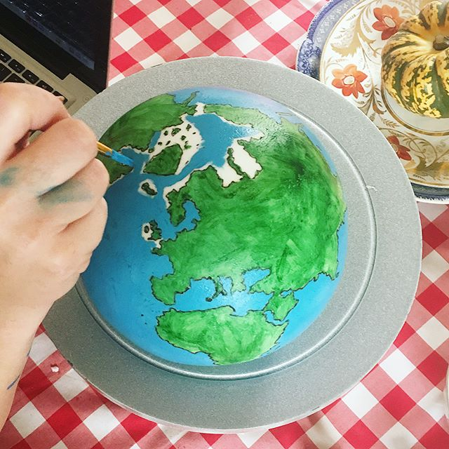 A close up of the hand painted globe from last week. With a little artistic license when  it comes to geographical accuracy.. it was free drawn after all! Swipe for video and my glitter vanilla biscuit letters I N V I T E D. Thanks to my brilliant cake assistant @roseolone #instacake #customcake #cakestagram #cakesofinstagram #cakemaking #cakesdaily #weddingcakeideas