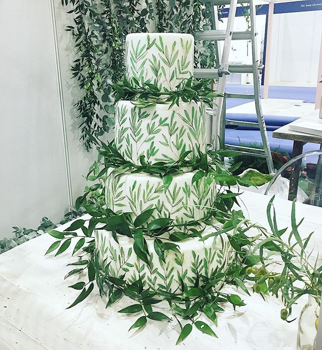 Botanical cake during set up at  @thenationalweddingshow a few weeks ago. Set up by @helainastoreyweddingdesign and leafy backdrop mid set up by @herbertandisles 🌿🌿🌿🌿🌿🌿🌿🌿🌿🌿🌿🌿🌿 #underthefloralspell #bloomandgrow #botanicaldaydreams #botanicalwedding #flowersandotherstories #dsfloral #moodforfloral #flowersgivemepower #floralfridaycompetition #aquietmoment #pursuepretty