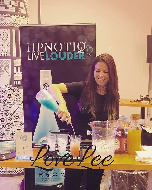 HPNOTIQ cocktails are a must for your fashion event . . . #torontoevents #hpnotiqcanada #aqua #bluedrinksarethebest #bartender #danielspectrum #sfwtoronto #sfw