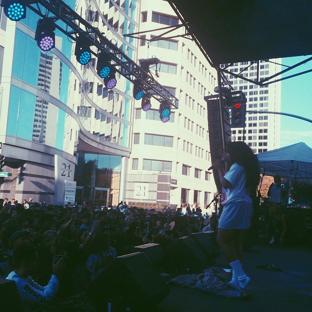 Out here in Oakland with #SZA enjoying some good music and beautiful vibes 🙏✨ #HLZxOMF #OMF14