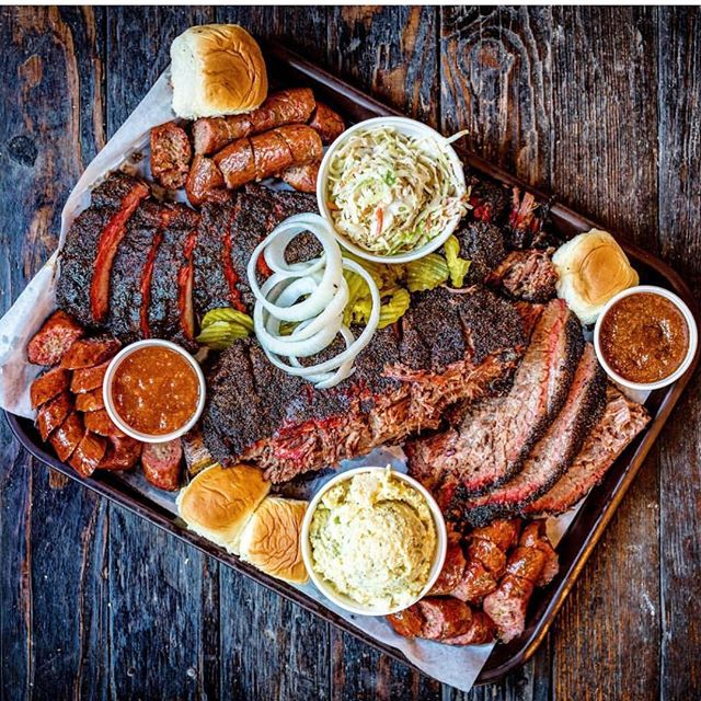 Who loves them some Texas bbq?? This weekend only: the great 🇺🇸 BBQ sale! Get up to 50% Louie Mueller BBQ & more shipped to yer belly! ✈️🎁 📸 @robertjacoblerma @louiemuellerbbq