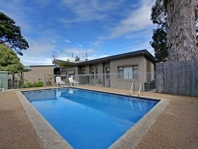 l-RayWhite-S0651-25258-006-Open2viewID147529-Unit3_860PointNepeanRoad_Rosebud.jpg