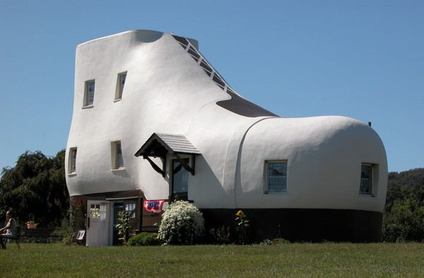 Haines-Shoe-House-in-Pennsylvania.jpg