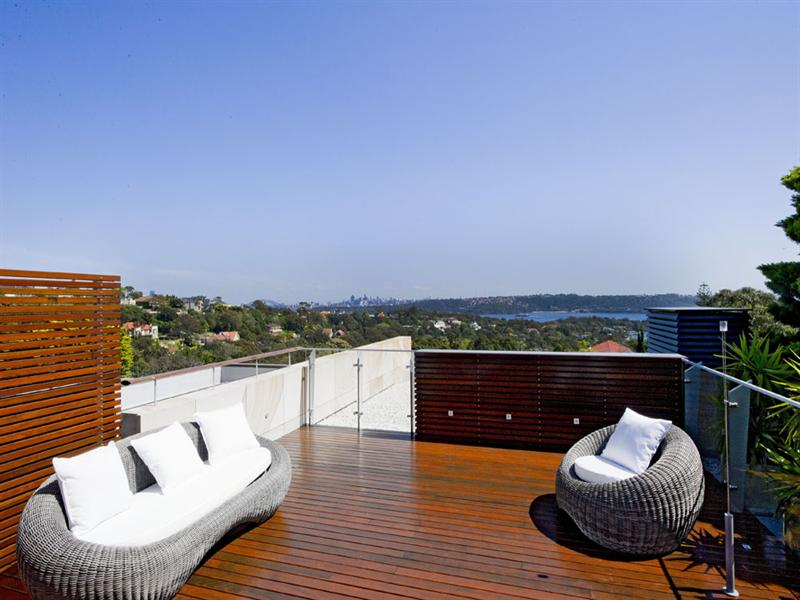 Stunning Deck in this Vaucluse pad shows how it can be done.