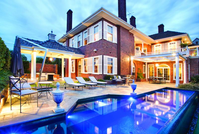 Melbourne 39 s most expensive suburb claims house of the week for Private swimming pool melbourne