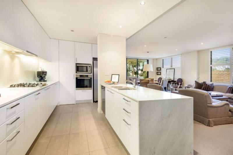 An open spacious apartment in South Yarra, available for less money.