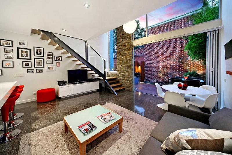 3 Mary Street Prahran has 3 Bedrooms, and is a free standing house and quoted at $1,030,000
