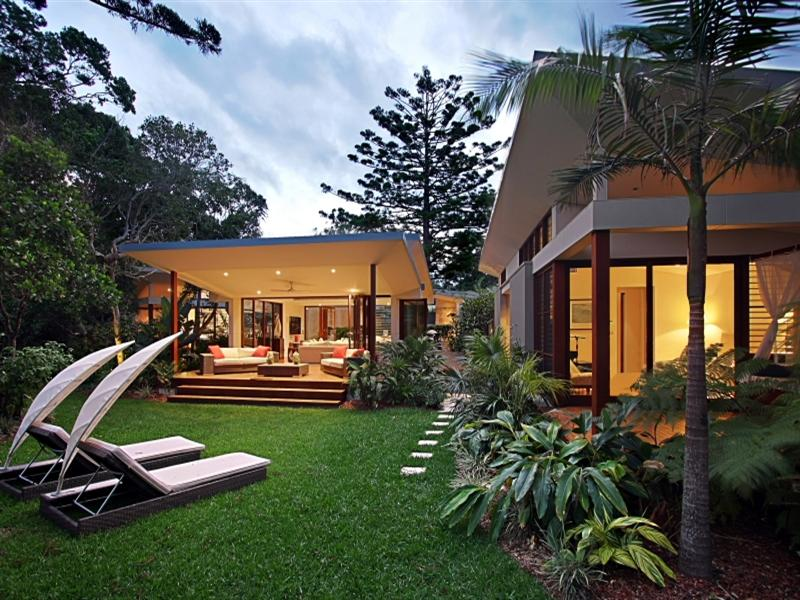 The outdoor area provides the feeling you are in a rainforest, with the beach just metres away.