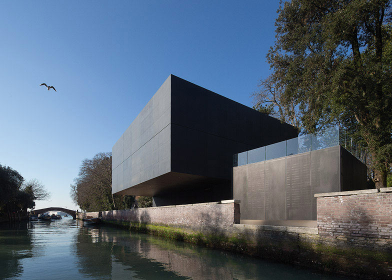 Australian-Pavilion-Venice-by-Denton-Corker-Marshall_dezeen_784_.jpg