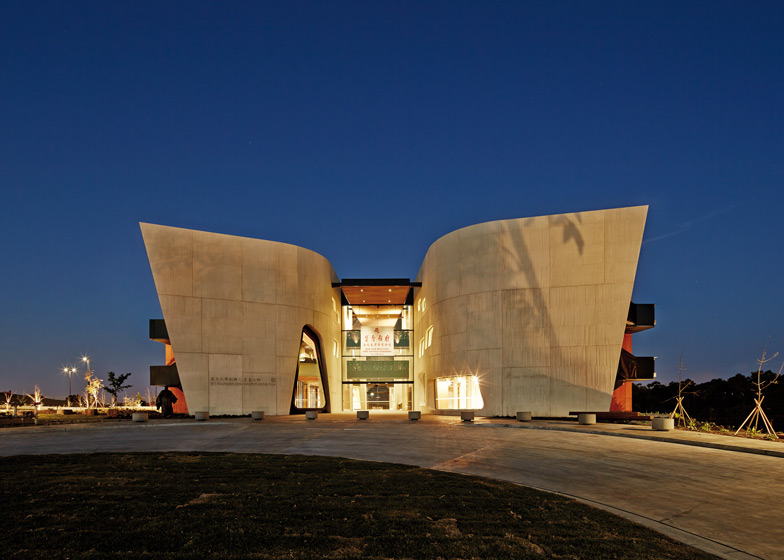 Nan-Tien-Institute-and-Cultural-Centre-by-Woods-Bagot_dezeen_784_2.jpg