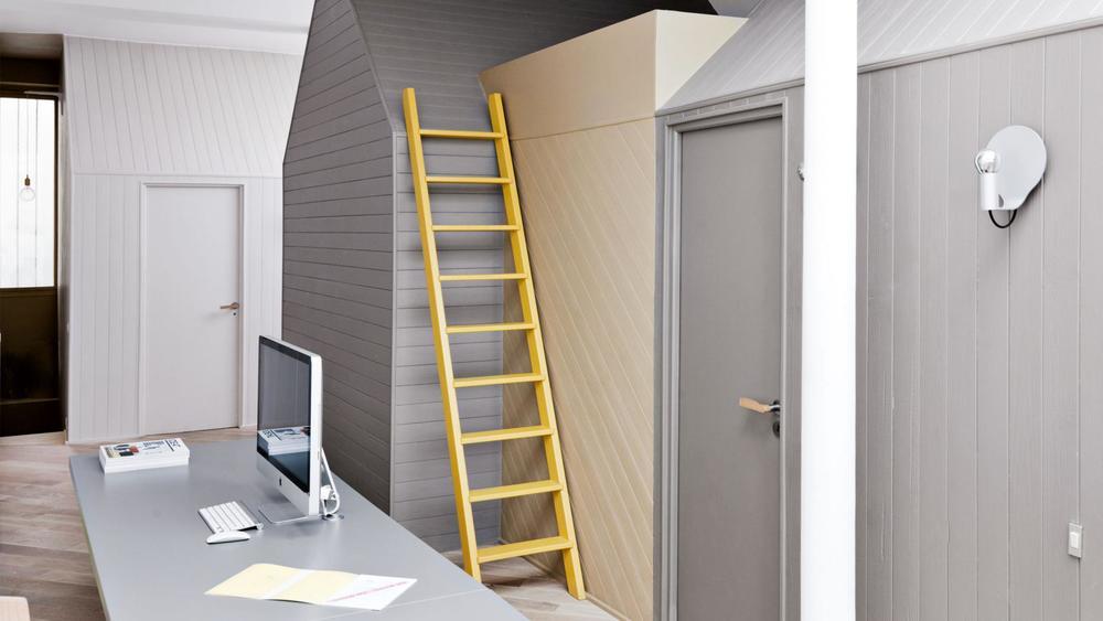mezzanine-grey-walls-yellow-ladder-parisian-apartment-jun15-20150605164925-q75,dx1920y-u1r1g0.jpg